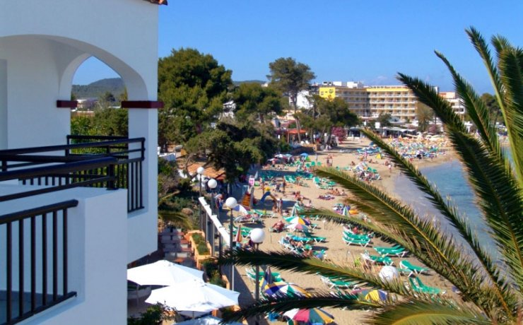 Es Caná Playa Apartments right at the beach