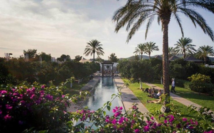 Club Cartago Hotel offers fantastic sea views